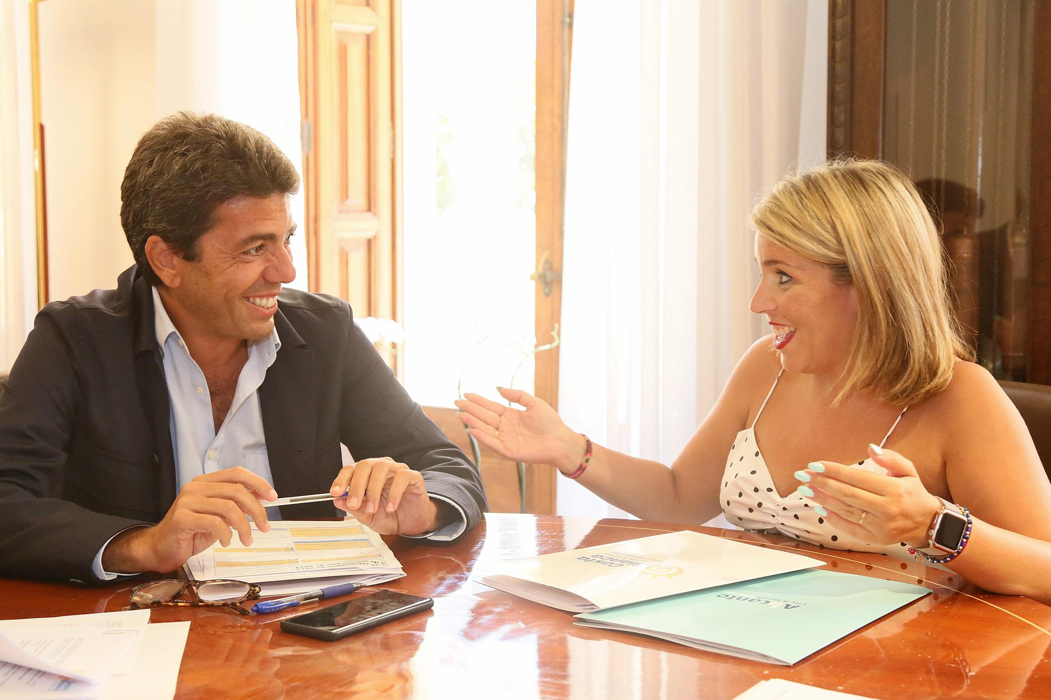 Carlos Mazón, se ha reunido esta mañana en el Palacio Provincial con la vicealcaldesa y concejala de Turismo de Alicante, Mª Carmen Sánchez